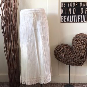 American Eagle Outfitters cream lace maxi skirt